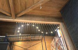 А вот такие получились потолки в зоне лестницы второго света. Красиво!
