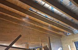 Зашивка потолка лиственницей.