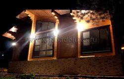 А вот и ночной вид! Каждый дом с ночной подсветкой выглядит просто волшебно!