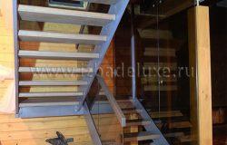 Лестница сделана в России, на одном из старейших предприятий. Очень качественная работа.