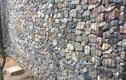 Каменная стена.