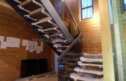 На лестницу может наступать только хозяин. :) Вот такие правила действуют на стройке всегда.