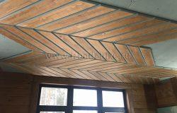 Начали подшивку потолка кухонной зоны. Он прямой.