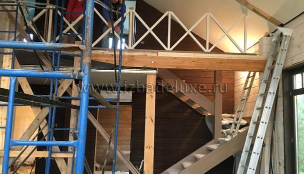 Установка лестницы и ограждения второго света. Очень похоже на дизайн-проект.