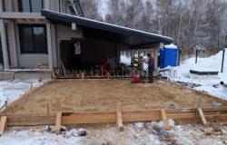Песок, армирование и бетон.