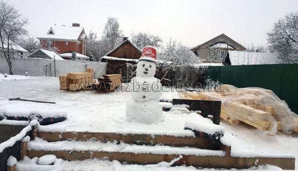 Вот такой прикольный снеговик! :)