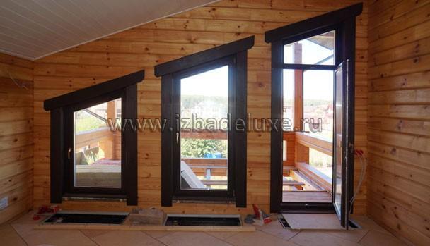 Установили встроенные конвекторы, внутренние наличники на окна.