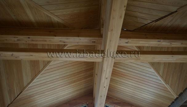 Потолки из лиственницы, пока без подсветки.