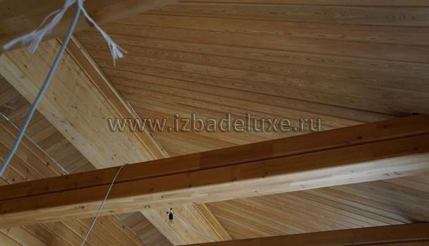Еще потолок из лиственницы.