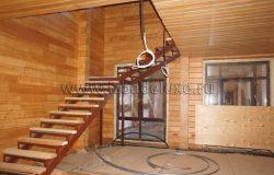Монтаж металлического основания будущей лестницы.