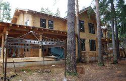 Участок лесной, сложно показать красоту дома - прячется в деревьях! :)