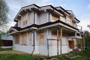 Дом выполнен в клееном брусе из алтайской сосны, сечение бруса - 185х240мм