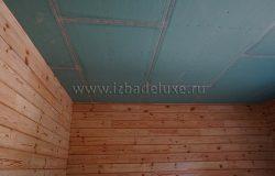 Потолки в доме комбинированные.