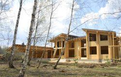 Фото от границ прилеска. Красивый дом. :)