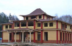 5 различных цветов использованы при покраске фасада.
