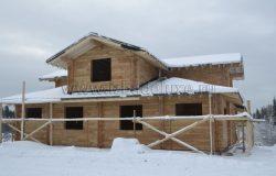 Дом запроектирован в старорусском деревенском стиле.