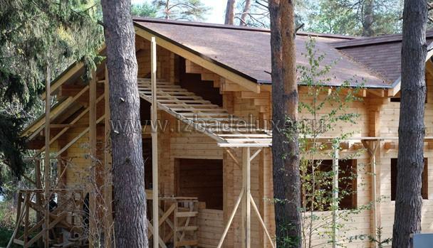 Интересная конструкция лесов - для подшив и для покраски.