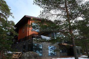 Дом выполнен в клееном брусе из кедра