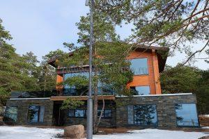 Дом из клееного бруса кедра в Ленинградской области, сечение 180х300мм.
