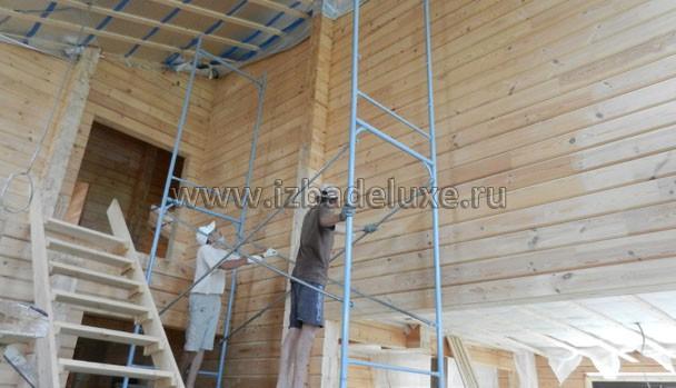 Начали подшивку потолка, шлифовку стен.