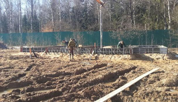 Фундамент бани - свайно-ростверковый с плитой перекрытия.