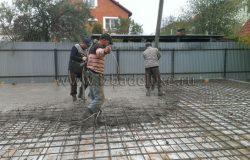 Разгоняем бетон и вибрируем вибросусадкой.