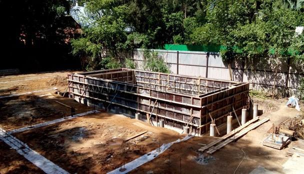 Установили опалубку стен бассейна.