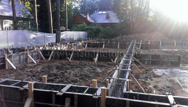 В проекте сопряжено несколько типов фундаментов. Сложные конструкторские решения.