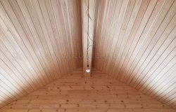 Внутри потолки - лиственница.
