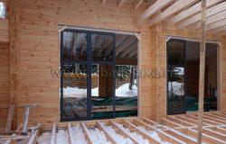 Окна - деревянные, клееный брус.