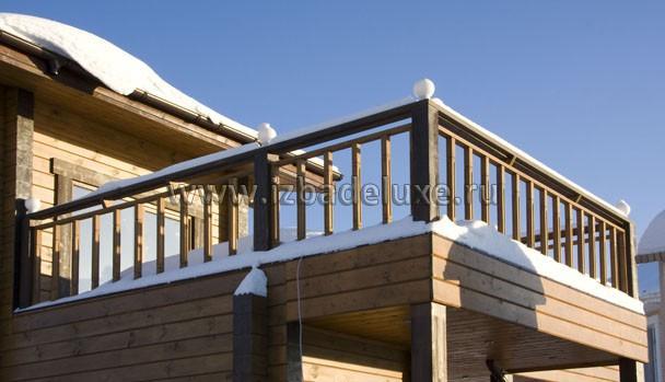 Балкон в снегу.