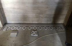 А полы входной группы украшены такой плиткой. Обратите внимание, как подобрана тональность! Очень эффектная плитка.