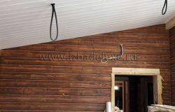 Потолки и стена. Оставлены провода под светильники.