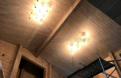 Внутри выполнен монтаж потолков, теперь осветительные приборы.