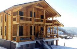Дом в снегу...