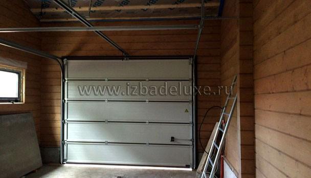 Установили ворота гаража.