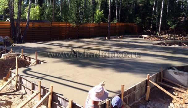 Залились! Урррра! Очень большой и сложный фундамент. Общий объем бетона - - 200 м3. Объем бетона верхней плиты - 13 миксеров!