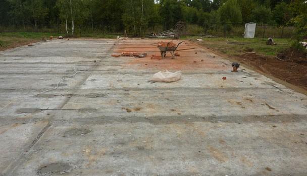 """Строительство дома ведется по проекту """"Весенняя сказка""""."""