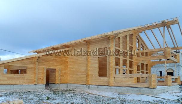 Плотники говорят, что иногда заходят люди. Говорят очень красивый дом. :)