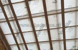 Нижний слой пароизоляции нужен для того, чтобы влага из дома не попадала в утеплитель.