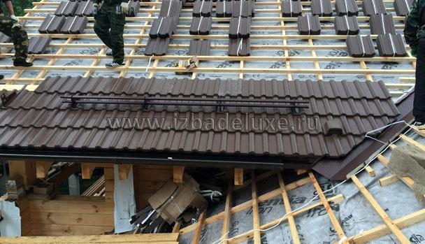 Для справки - вес кровельного покрытия без учета деревянной части - 49 000 кг - 49 ТОНН! Поднять на крышу...