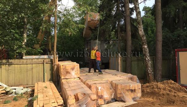 Дом очень большой, вес домокомплекта, который сборщики неоднократно перенесут на руках во время сборки - 150 000 кг - 150 тонн!