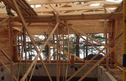 Сверху проема - балка ЛВЛ для усиления конструкции.
