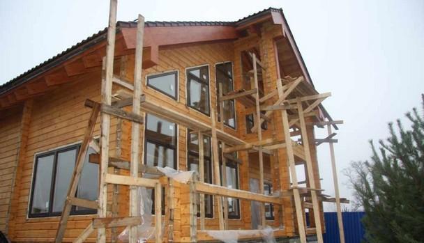 Покраска дома, Оконные блоки - деревянные, лиственница.