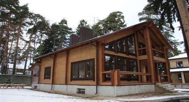 Затраты на отопление этого дома: электричество - 20 000 в месяц (пока не было газа), после включения газа - 1 200 рублей в месяц!!!