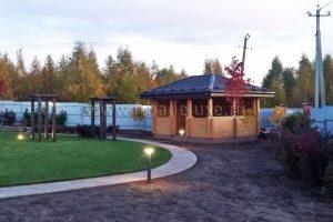 Завершились ландшафтные работы на территории загородного дома из клееного бруса «Соколовское».