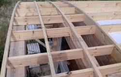Вот все-таки гнутоклееная древесина - ну очень эффектно выглядит в любой момент стройки :)