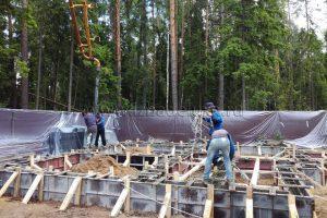 В Ногинском районе идет устройство фундамента бани из клееного брусак