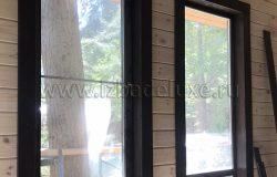 Окна, деревянный оконный блок из сосны.