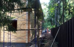 Устанавливаем леса под покраску и шлифовку.